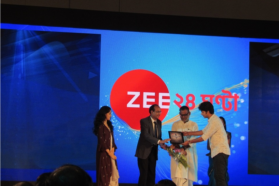 JIS University has been awarded the best private university at the Education Excellence Award 2018 by Zee24Ghanta on 21st June 2018 at ITC Sonar Bangla. Our Honourable Vice Chancellor Sir Prof. B.C. Mal received the prestigious award from Sri Purnendu Basu, Honourable Minister , Technical Education, Government of West Bengal, in the august presence of Honourable Education Minister, Government of West Bengal, Dr. Partha Chatterjee and other eminent ministers and academic fraternities of West Bengal. Prof. B.C. Mal expressed his heartfelt thanks to all the teachers, students, industry and academic partners for this great achievement . He also thanked the organisers Zee24Ghanta for awarding JIS University as the Best Private University in West Bengal.